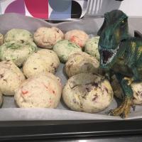 Die Vorbereitungen für die Dino-Party laufen